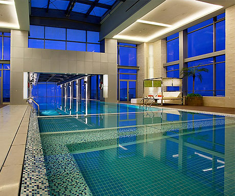 The world's scariest hotel swimming pool? - A Luxury Travel Blog