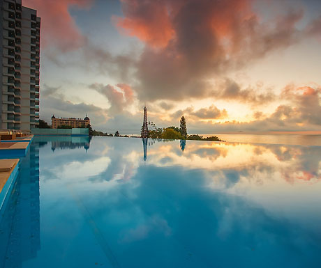 International Hotel Casino & Tower Suites infinity pool