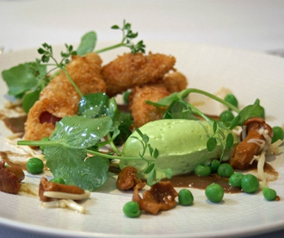 Crispy ham hock with pea and mint mousse