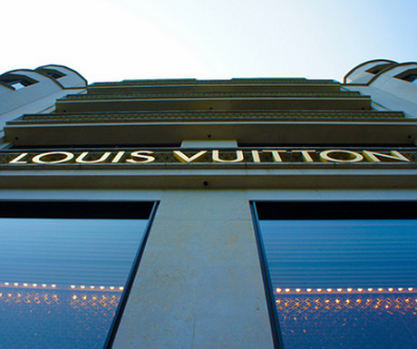 Louis Vuitton on Avenue des Champs-�lys�es