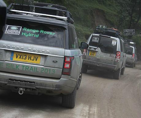 Range Rover Hybrid convoy