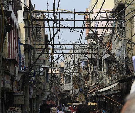 Wiring in a Delhi street
