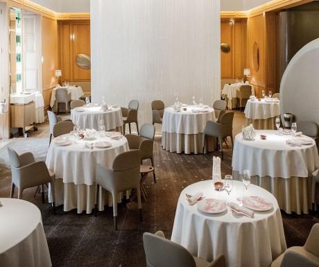 Lorre White The Guru Of Luxury Top Michelin Star Restaurants In - Fancy restaurant table
