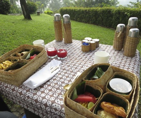 Amanjiwo Dagi Hill picnic breakfast