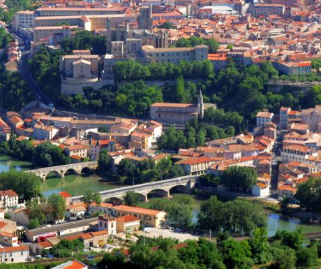 Top 6 places to visit while cruising on the canal du midi for Best places to stay in south of france
