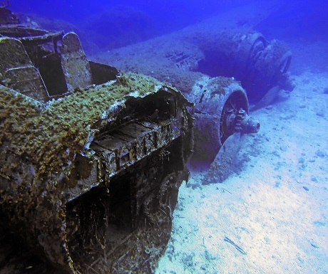 Diving pic courtesy of yacht photographer Mark O Connell
