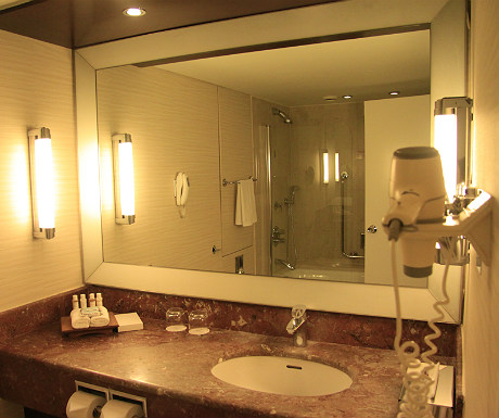 InterContinental Athenaeum Hotel bathroom