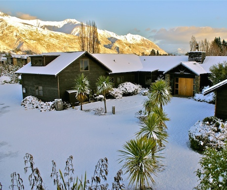 Mountain Range Luxury Lodge