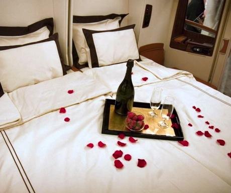 Singapore Suites double bed