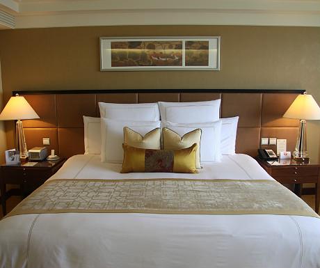 Ritz-Carlton bed