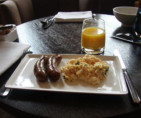 St Pancras Renaissance Hotel Club Room breakfast