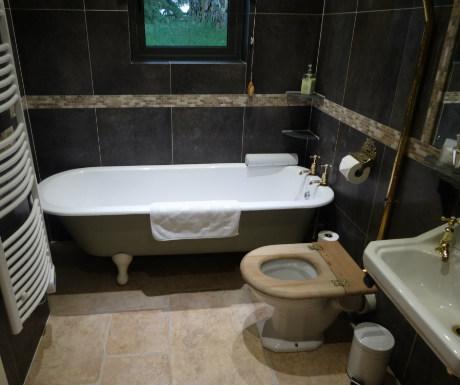Three Glens bathroom