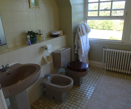 Arisaig Hotel bathroom