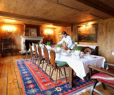 Chalet Eugenia dining room