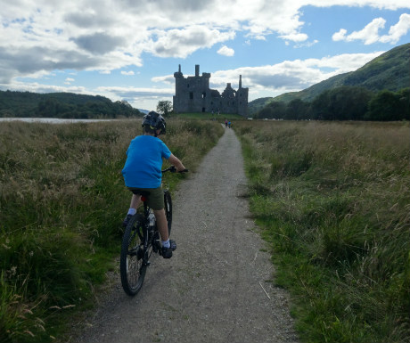 Kilchurn Castle approach