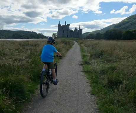 Kilchurn Castle approach