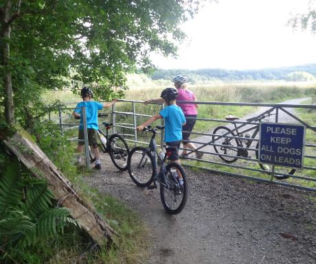 Kilchurn Castle path