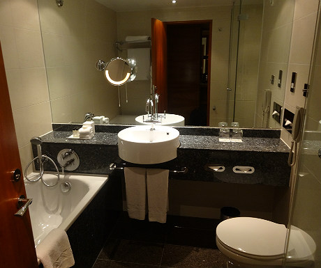 London Sofitel Heathrow bathroom