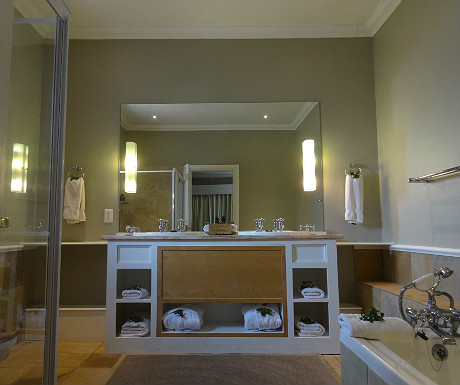 Riverdene bathroom