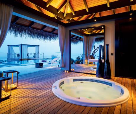 Romantic Pool Resience bath