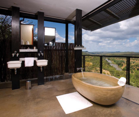 The Outpost Lodge bath