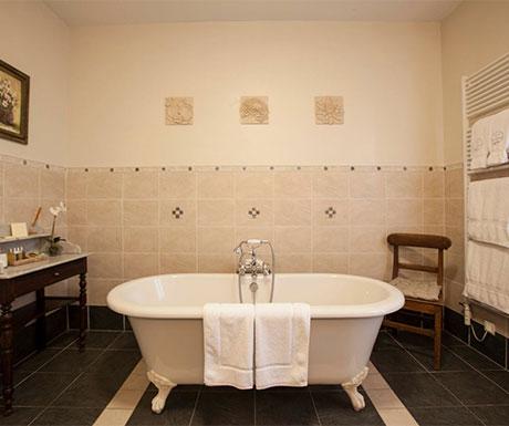 Deluxe Suite, La Villa de Mazamet bathroom