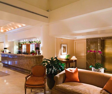 Lobby and restaurant at Taj Campton Place