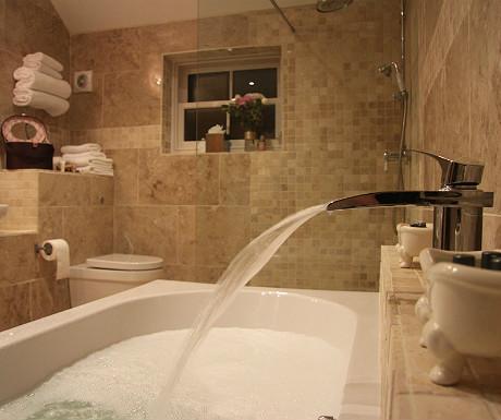 Ox Pasture Hall bath
