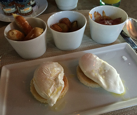 Palais Namaskar breakfast - poached eggs