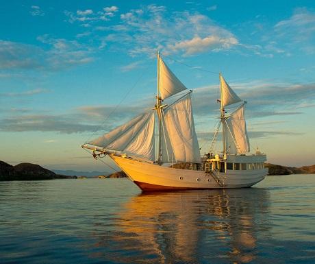 Sailing in the Komodo Islands