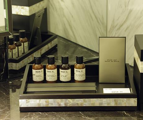 Fairmont Singapore bathroom amenities