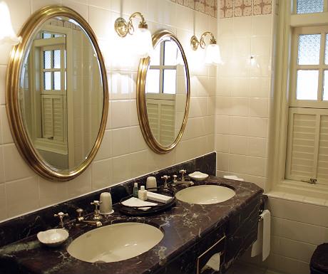 Raffles Singapore bathroom
