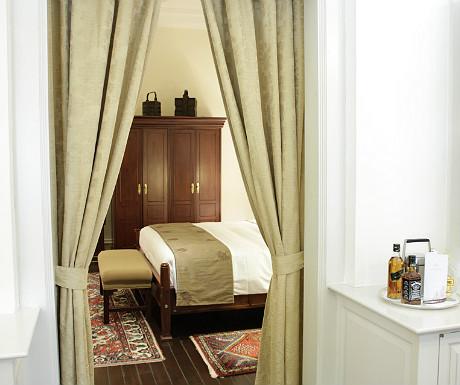Raffles Singapore bedroom entrance