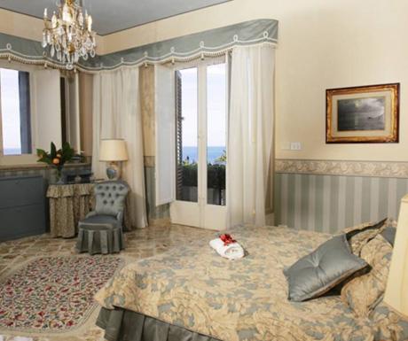 Villa Giardini Principe bedroom