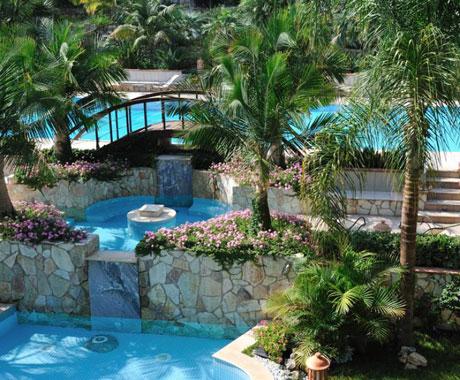 Villa Giardini Principe pool bridge