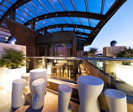 Madrid the rooftops with the best views a luxury travel for Design hotel urban madrid