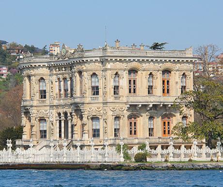 Istanbul-Palaces-Bosphorus-Strait