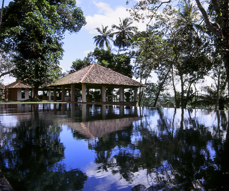 Kahanda Kanda dining pavilion over pool