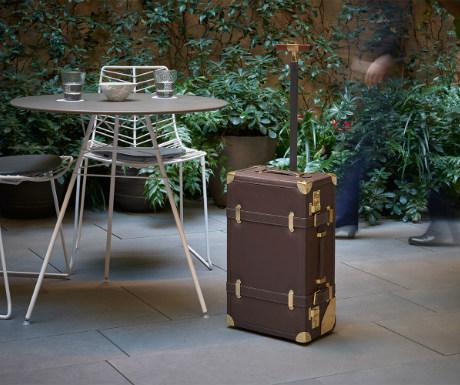 Carbon fibre luggage