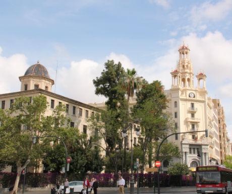 Valencia City Facade Gazing