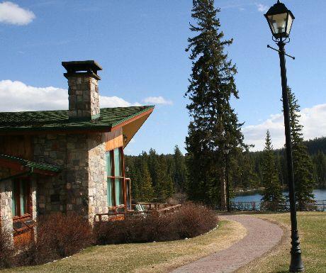 Fairmont Jasper Park Lodge cabin