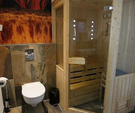 Mainport Hotel bathroom