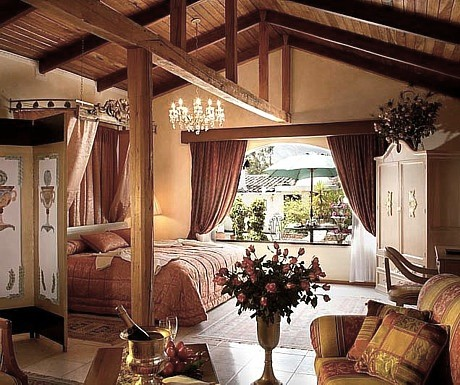 4 La Mirage - bedroom rafters