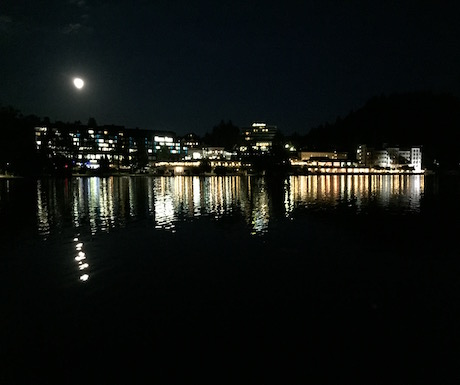 5. Walk around the lake for an evening stroll