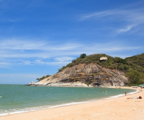 5_Uncrowded beach