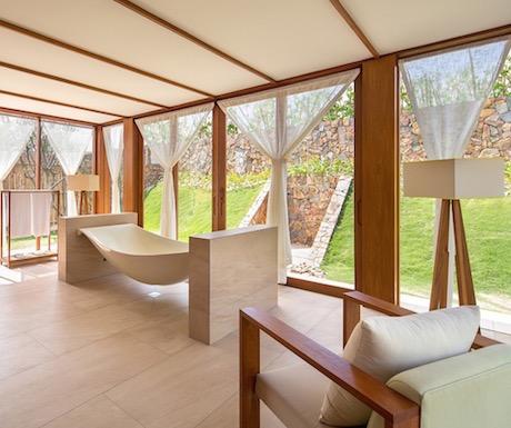 Fusion Resort Nha Trang - Suspended bathtub