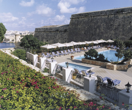 Phoenicia Hotel - bastion pool deck