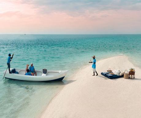 Sand-Bank-Picnic-Benguerra-Island
