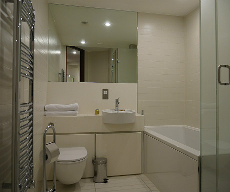 SACO Covent Garden apartment additional bathroom