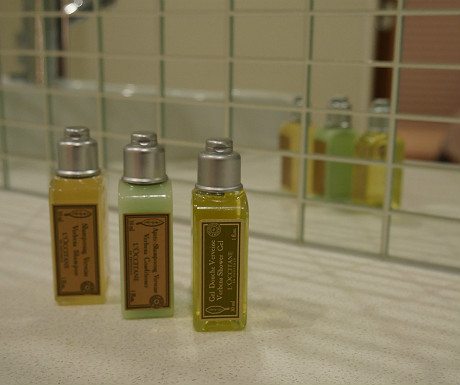 SACO Covent Garden apartment toiletries
